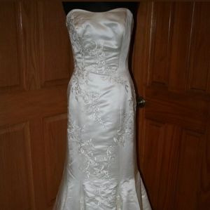 Allure wedding dress size 10 NWT